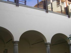 Vista primo piano cortile interno